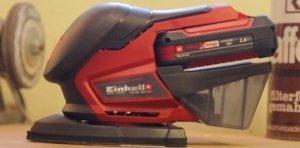 Die Schleifmaschine der Firma Einhell von der Seite. Der TE-OS 18-1 Li Solo in den Farben Schwarz und Rot.