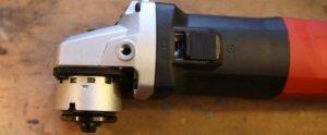 Ein silber Kopf einer Schleifmaschine.